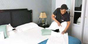 dispotel_sous-traitance-hoteliere_nos-valeurs_femme-de-chambre_800x400