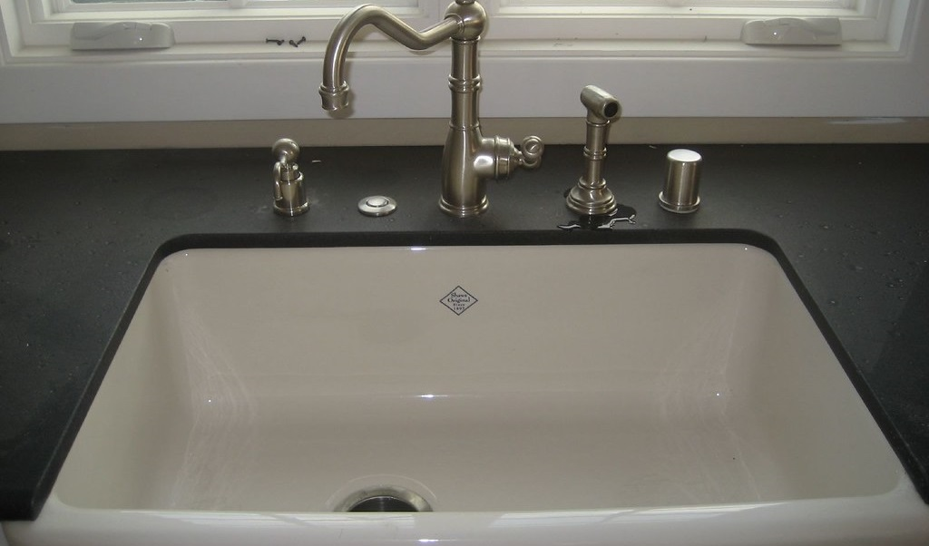 how much does a farmhouse sink cost
