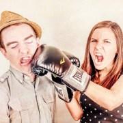 彼氏気取りに怒る女性