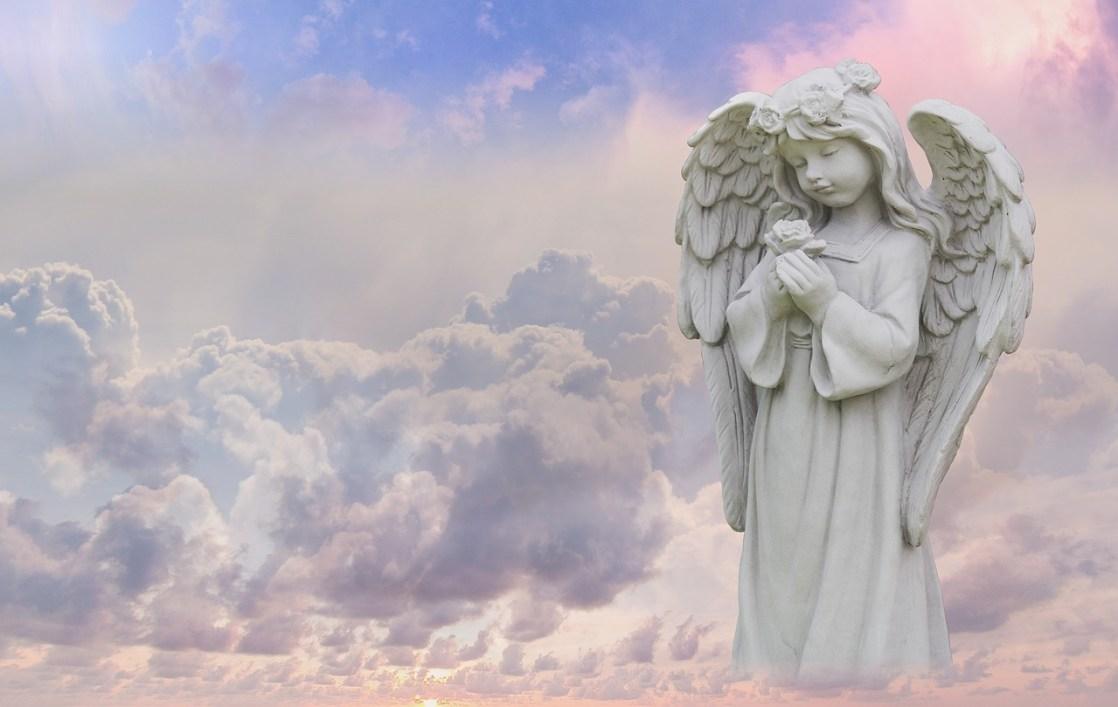 祈りの石像