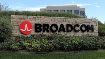 Broadcom makes $103 billion bid for Qualcomm, might get nasty