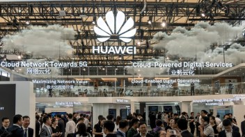 Huawei adds AI to take aim at Apple, Samsung with new phone