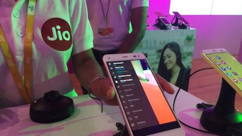 Will Jio top 100 million customers?