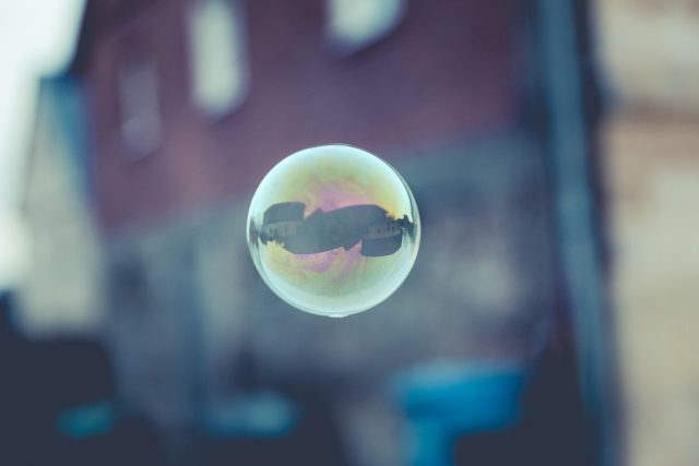 Shallow focus photo of single bubble