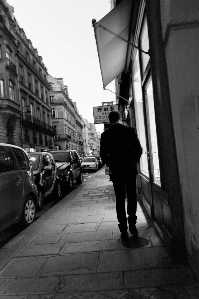 Chic. In black. In Paris.