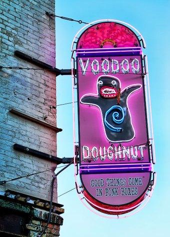 voodoo doughnut | distantlocals.com