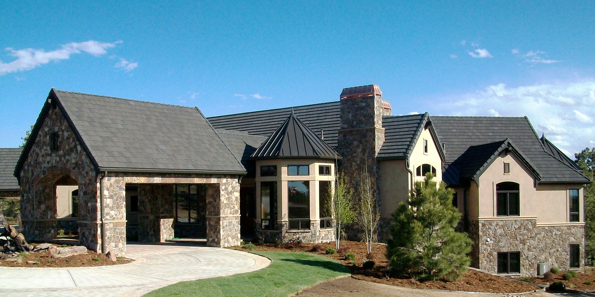About Distinctive Custom Roofing