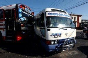 Los auténticos decadentes: la realidad del transporte colectivo en El Salvador