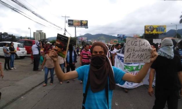 """Las tres """"explosiones"""" que están estremeciendo a Honduras"""