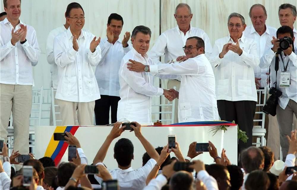 """Líderes de """"izquierda"""" y """"derecha"""" acompañaron el Acuerdo de Paz en Colombia"""