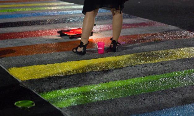 Intervención artística en las calles de San Salvador genera respuestas homófobas