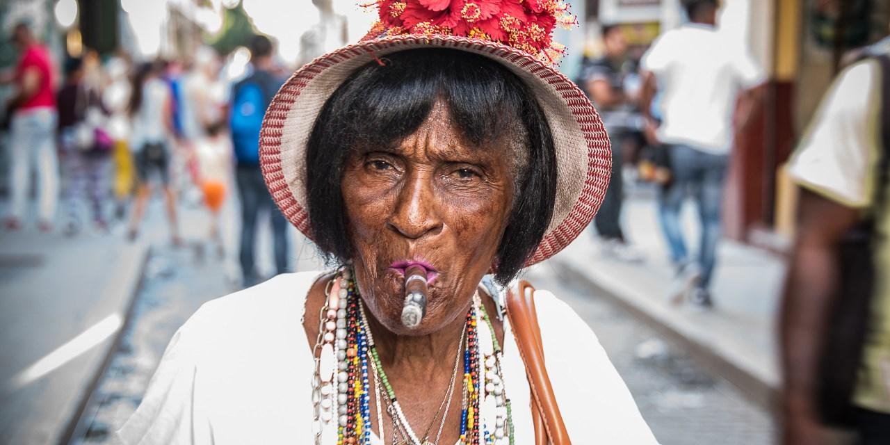 Cuba te mira, postales inesperadas de la isla post Fidel