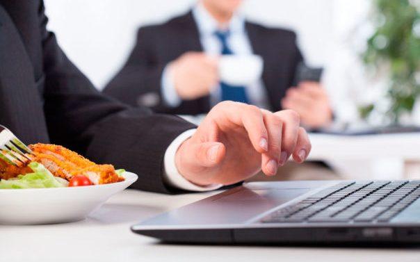 Consejos para comer saludable fuera del hogar