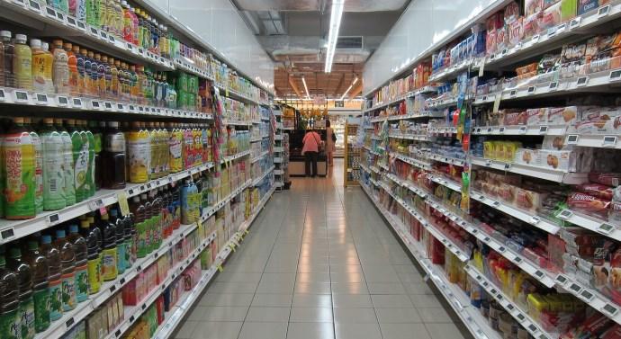 Empresas de limpieza explican cómo se realiza la limpieza de un supermercado