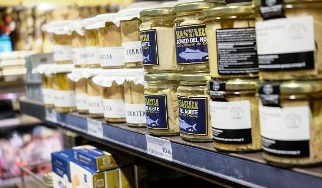 Supermercados ya venden latas de atún con sello de pesca responsable