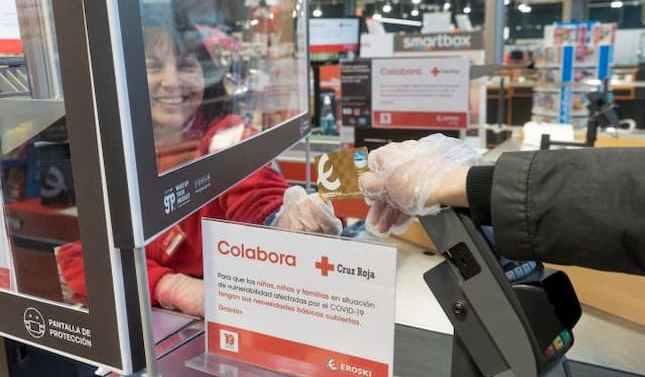 Eroski y sus clientes apoyan al Plan Cruz Roja responde donando 120.000 euros