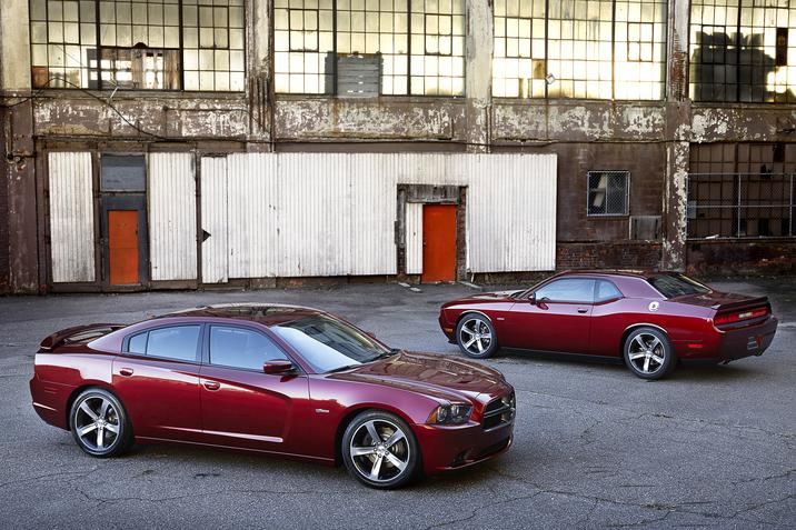 2014 Dodge Charger and 2014 Dodge Challenger