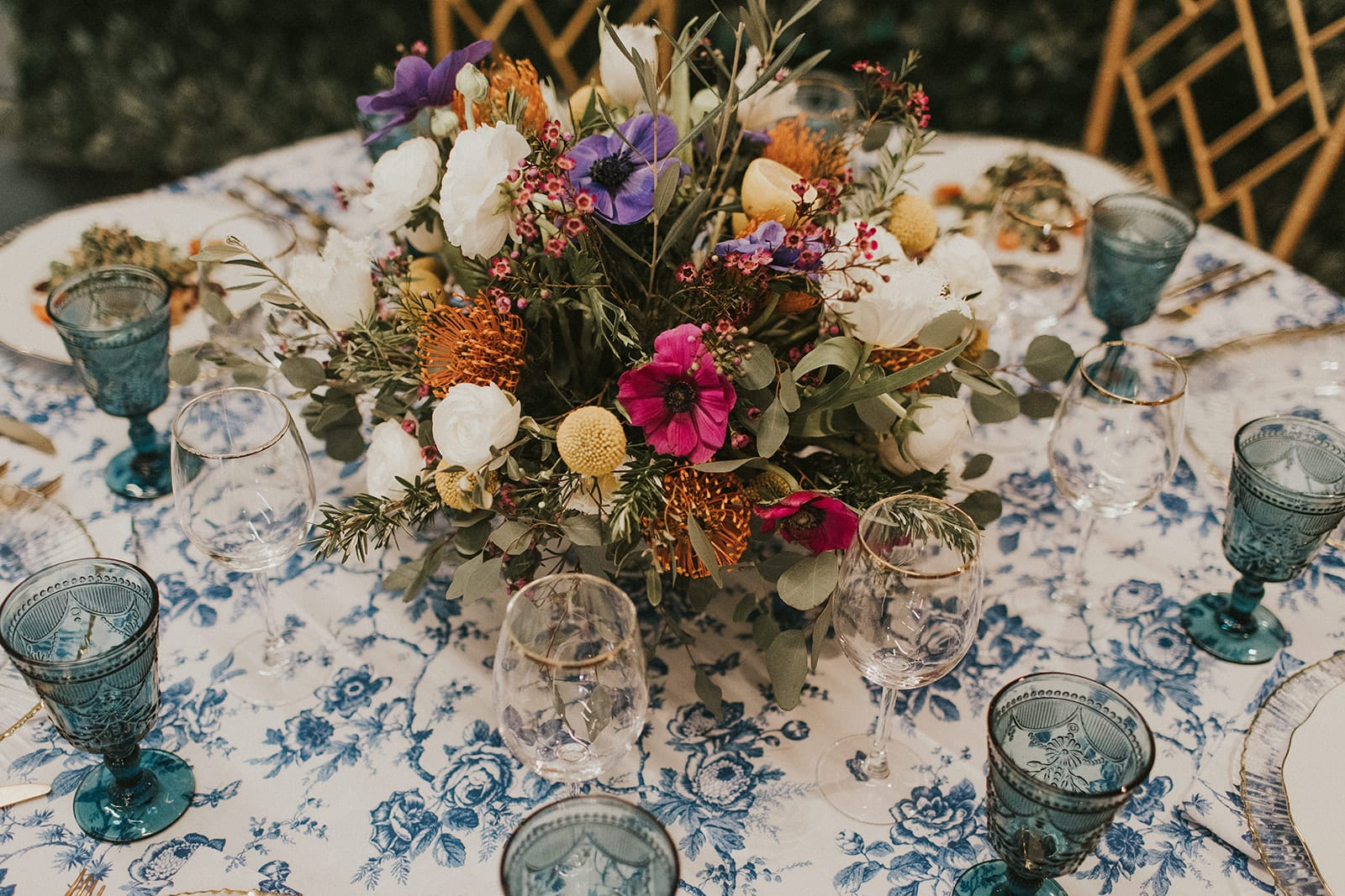 Shelly Pate Photography highlights Perfectly Petalled florals and the Mediterranean-inspired decor chosen by Summer & Co Events and Catering by LT