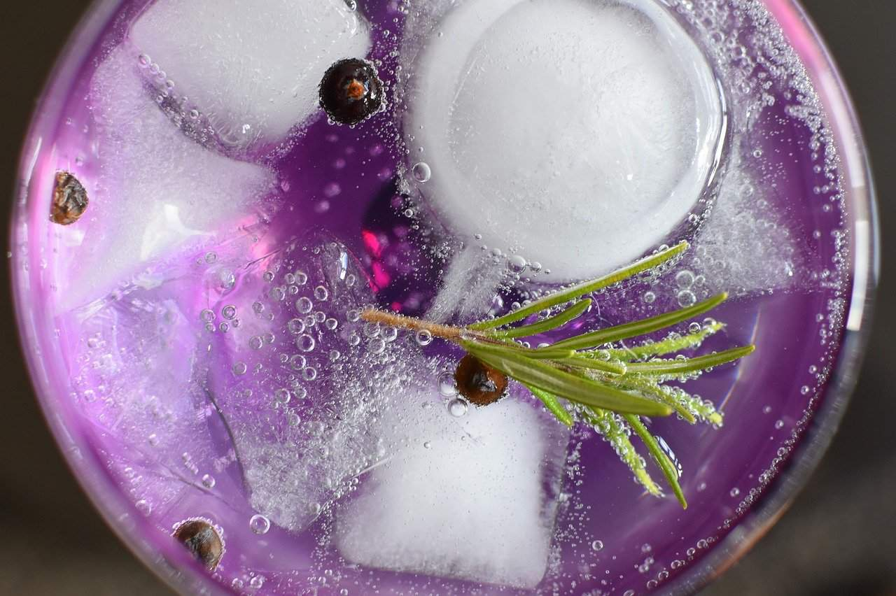 La Cosa Rosa cocktail recipe with ice cubes
