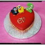 Tarta corazon personalizada con muñecos e iniciales