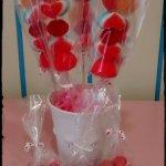 brochetas de chuches para san valentin corazones y besso