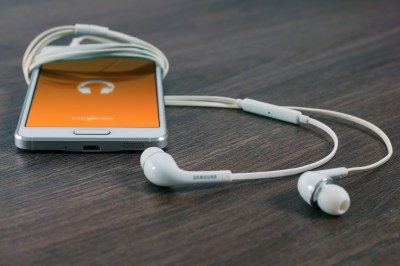 Listen on the go. Find podcasts on almost any topic and download them to your device. It's a great way to improve as an educator. (Public domain photo via Unsplash)