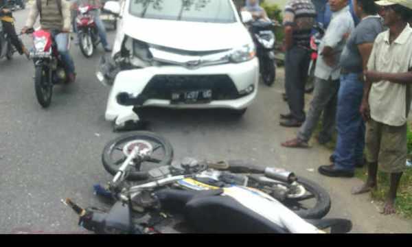 Kendaraan yang terlibat kecelakaan di Jalan Medan-Banda Aceh, Desa Paya Naden, Kecamatan Madat.