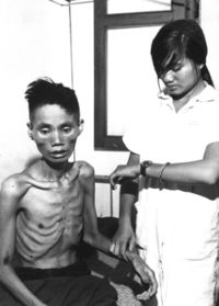 23 tuoi tu CS Starved_Vietnamese_man,_1966