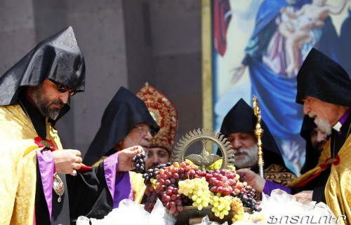 Armenia -- Grape blessing (խաղողօրհնեք) ceremony at the Echmiadzin Cathedral, 12Aug2012