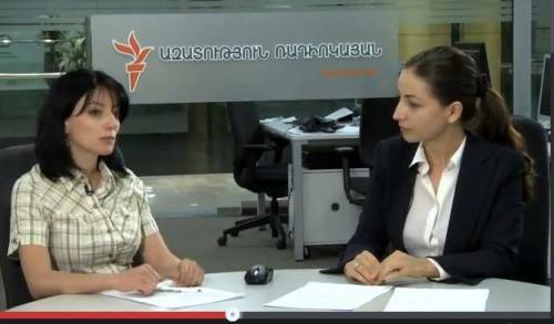 Show-host Ruzanna Stepanian (R) and RFE/RL's Anush Martirosian discuss the Parliamentary bi-elections held in Syuniq on Sunday live