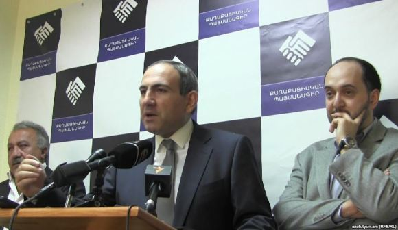 Armenia -- Nikol Pashinian (C) and other leaders of the Civil Contract movement speak to journalists, Yerevan, 13Oct2014.
