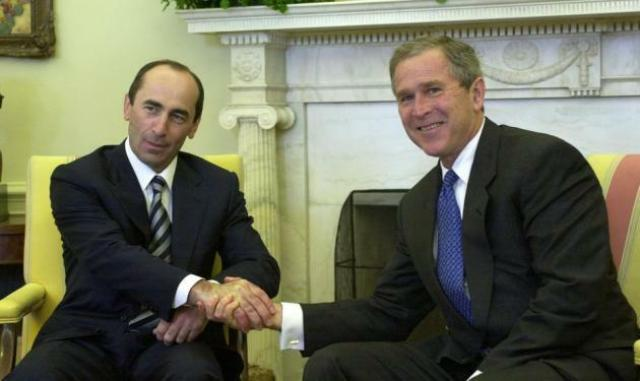 George Bush meets Robert Kocharian at the White Hosue, April 2001