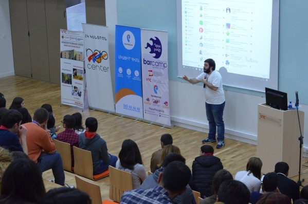 Antranig Vartanian speaking about secure chatting at Barcamp Vanadzor