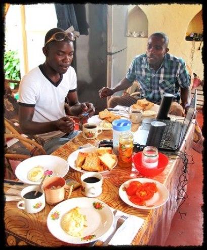 Jeg har invitert Mussa og en venn på frokost i Stone Town på Zanzibar