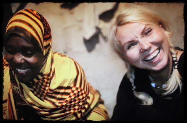 Her er jeg sammen med Mama Mussa på Zanzibar. Vi ler og koser oss