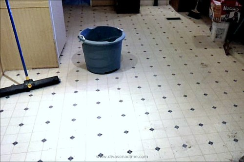 Here's the BEST step by step tutorial on DIY paper bag floor. We got a high end look for a low end cost. Like a cross between leather and cork. Beautiful! This floor has been down for 3 years and still looks GREAT! In the kitchen, no less!