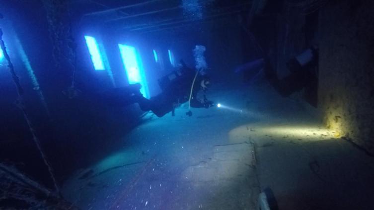 {:en}DiveBase Wreck Diving{:}{:it}DiveBase Relitti{:}