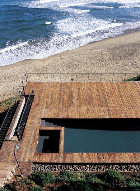 Casa-11-mujeres-by-mathias-klotz-cristobal-palma