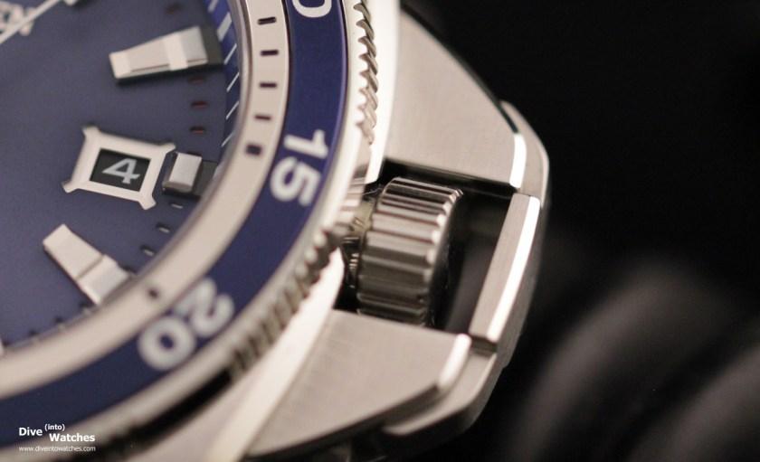 Citizen_Signature_Collection_Grand_Touring_Dive_Watch_300_Blue_Crown_open