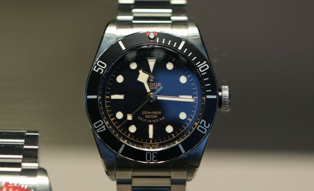 Tudor_Heritage_Black_Bay_Black_Bracelet_Front_Bucherer_2015