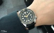 Die Uhr misst 44.8 mm im Durchmesser und knapp 15.7 mm in der Höhe, das Gewicht liegt bei 147 g (mit Band)