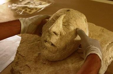Hallan cabeza modelada en estuco de Pakal en Palenque