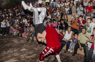 Máscara, sangre y sudor, Espaldas Planas... lucha libre en el barrio