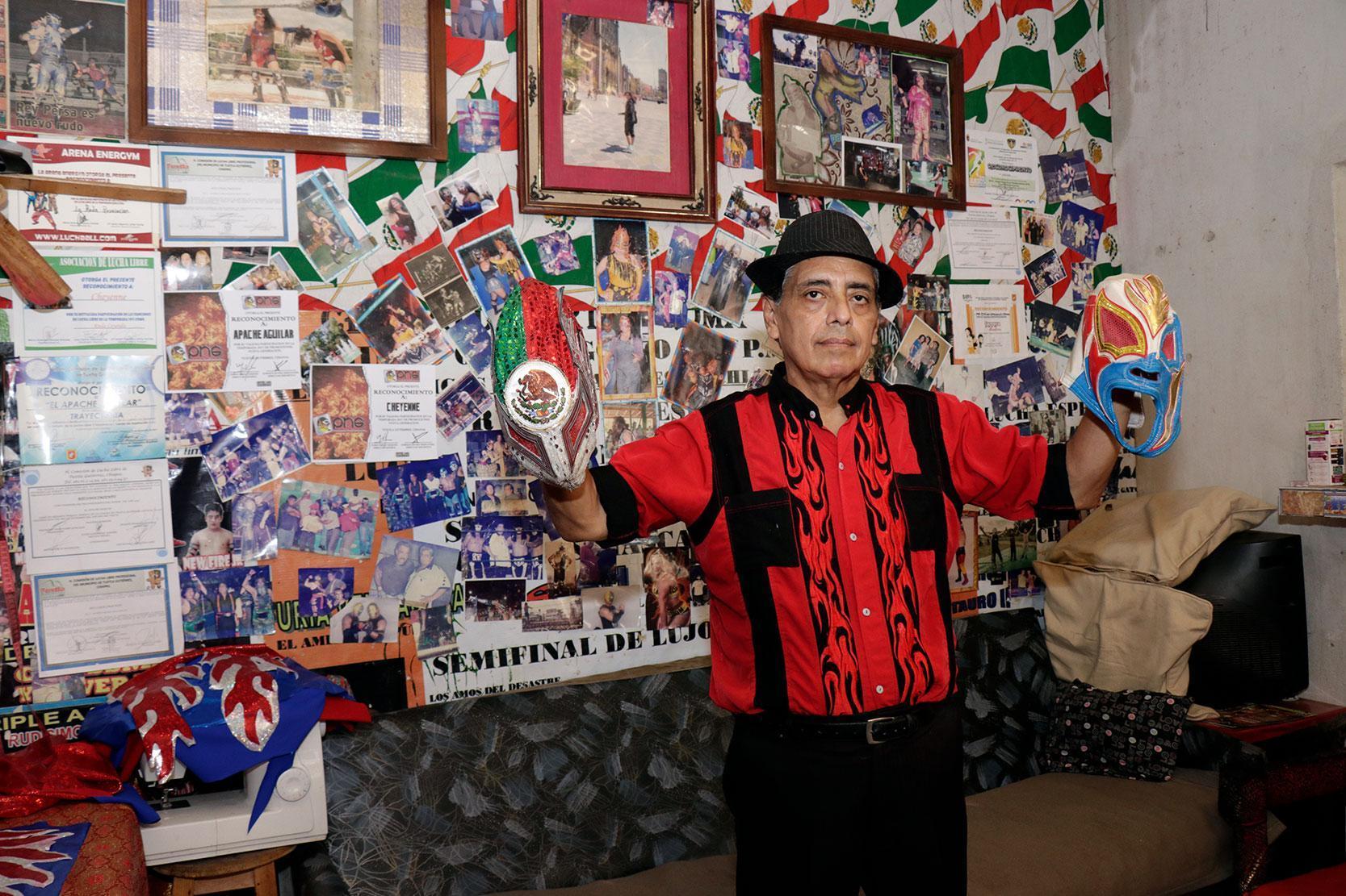Apache Aguilar, de los trazos y las telas, a los encordados