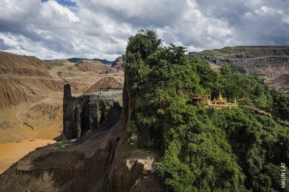 Temple and Half-Mountain | Hkun Lat | Enviroment