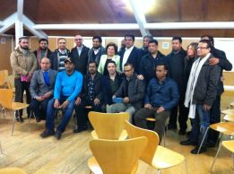 Miembros de la Sectorial con representantes de la Población Bangladesi de Lavapies.