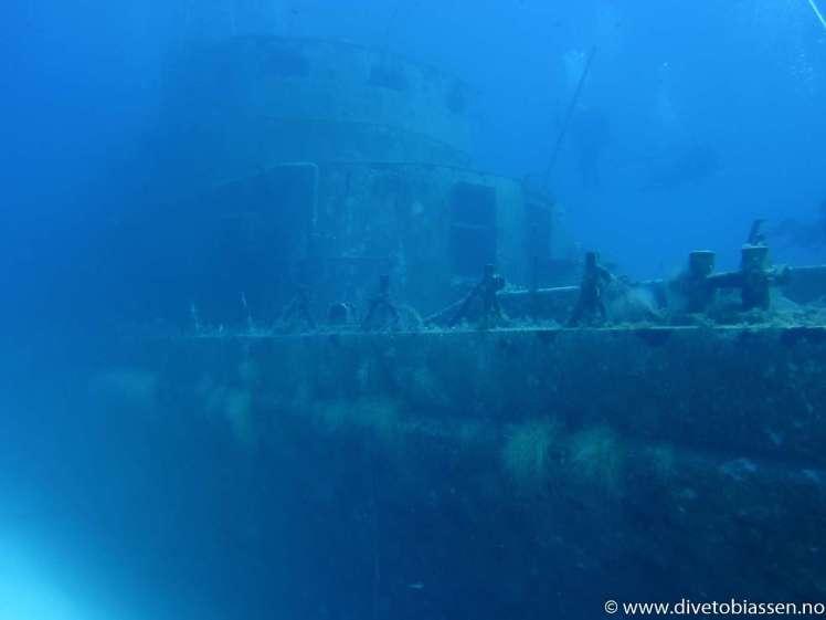 Vraktåke, overbyggning fra styrbord side, dykkere, Dykkerferie med PADI, Dykking i Egypt, (M/S Zenobia)