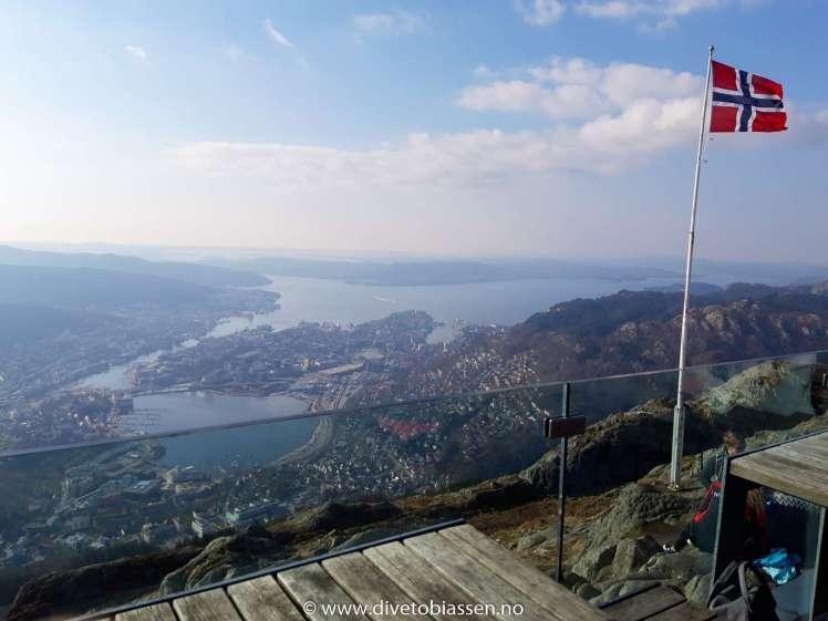 Gratulerer med dagen Norge! Bergen, Ulriken, Flagg