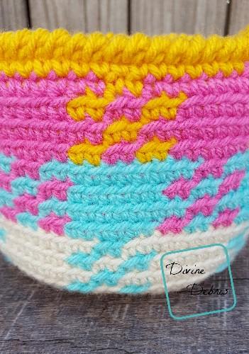 Pretty in Gingham Basket free crochet pattern by DivineDebris.com