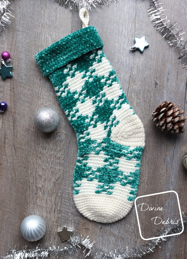 Pretty in Gingham Stocking free crochet pattern by DivineDebris.com